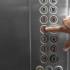 in-ogni-ascensore-ce-un-bottone-finto-il-motivo-ti-sconvolgera